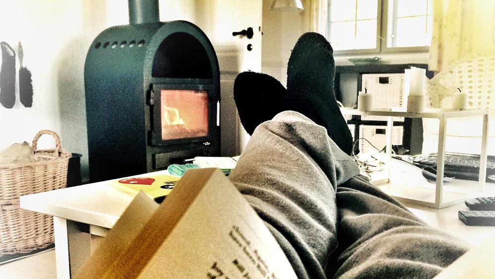 Det er rent faktisk muligt at finde meningen med livet på sofaen i et bornholmsk sommerhus